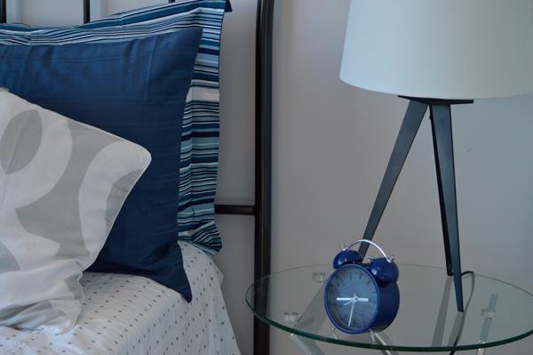 Dormitorio con detalles de decoración