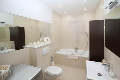 Baño con instalación de fontanería en buen estado