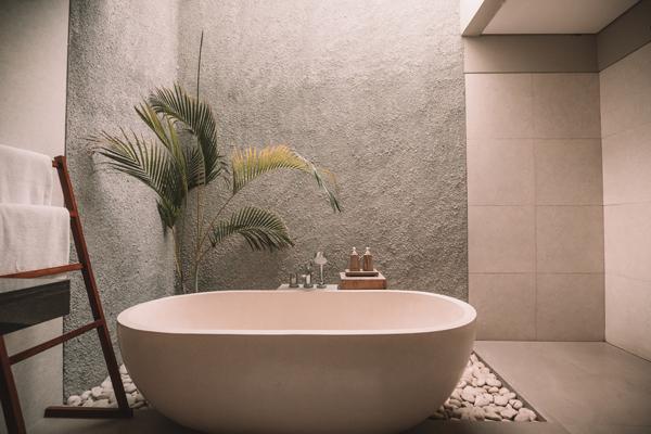Baño con instalación de fontanería nueva